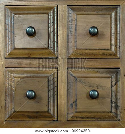 Rustic drawers with knobs