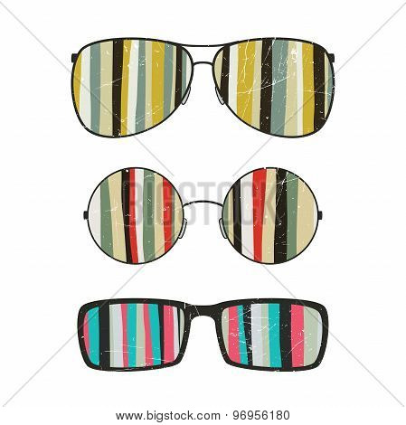 Sunglasses with striped reflection