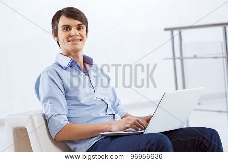 Man browsing web
