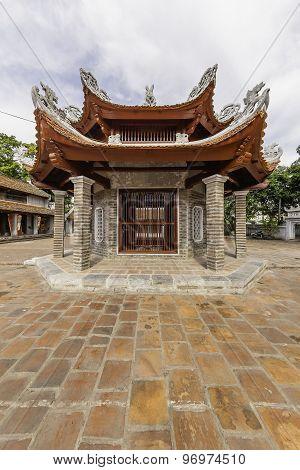 Temple Lang courtyard, VietNam 2015