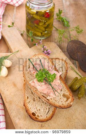 Meat spread bread
