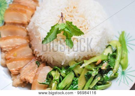 Fried Kale Mixed Crispy Pork