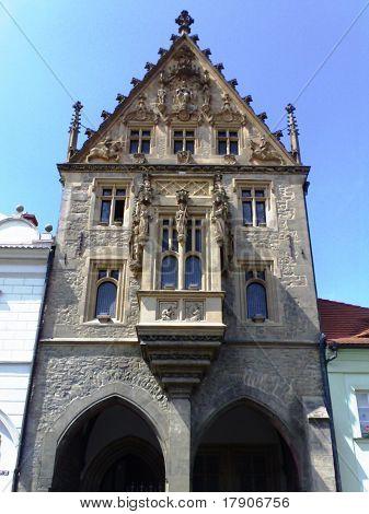 Mundane gothic building