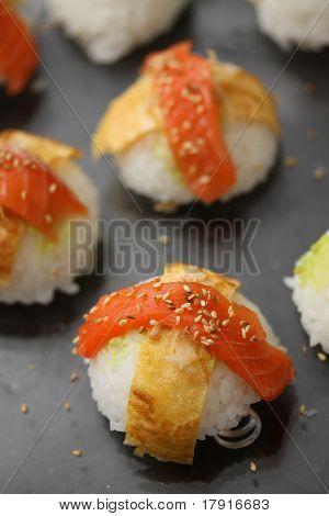 Nigirisushi: Sushi mit Fisch Verbundestrich Reis