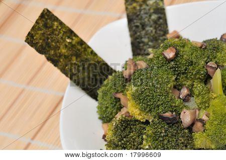 Prato de brócolis verde