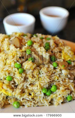 Arroz frito chinês delicioso
