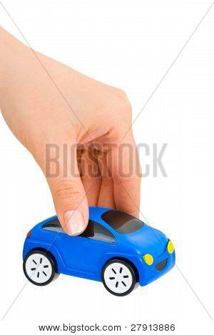 Hand und Spielzeugauto