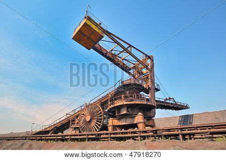 coal loading conveyor belt piles coal inside of plant