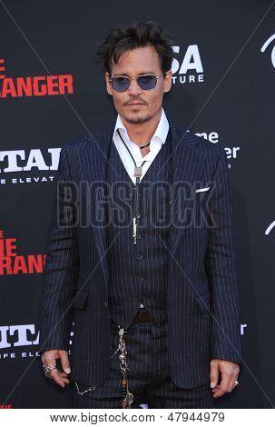 LOS ANGELES - 22 de JUN: Johnny Depp chega para o 'The Lone Ranger' Hollywood Premiere em 22 de junho,