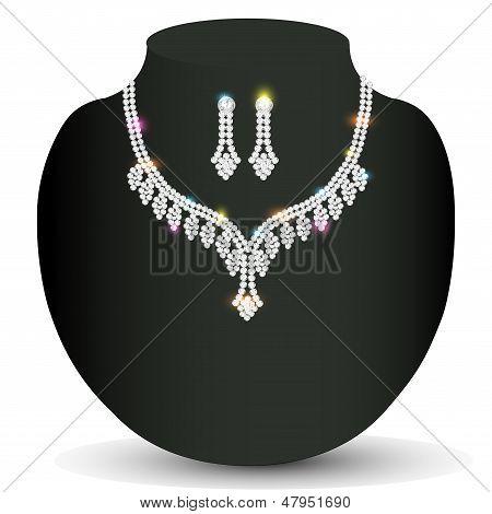 Mujer del collar de plata con piedras preciosas de la boda