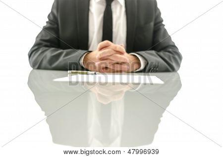 Versicherungs-Agent wartet auf seinen Klienten