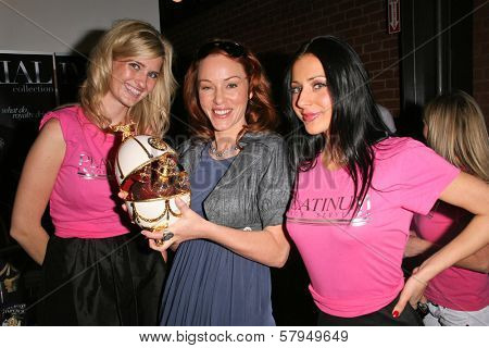 Ashley King, Jenny McShane and Gloria Levell at an AMA Gifting Suite by ShoeDazzle.com, Gibson Guitars, Beverly Hills, CA 11-21-08