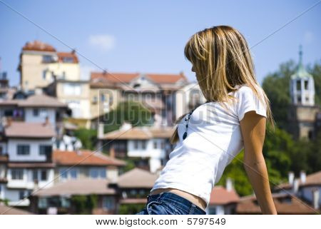 Mujer joven hermosa posando