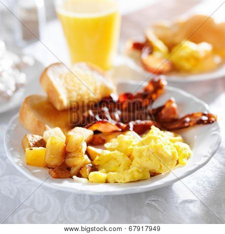 breakfast with bacon, eggs and home fries