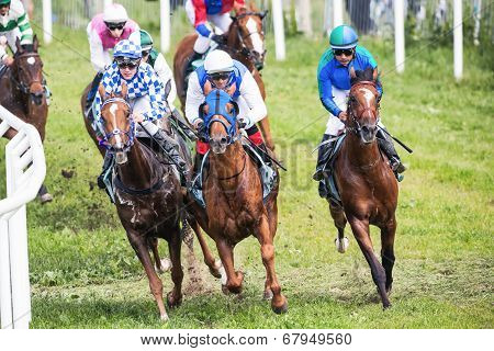 Jockeys Into The Second Curve At The Nationaldags Galoppen