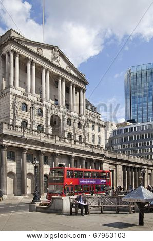 LONDON, UK - JUNE 30, 2014: Building Bank of England. Busy street with transport and busses