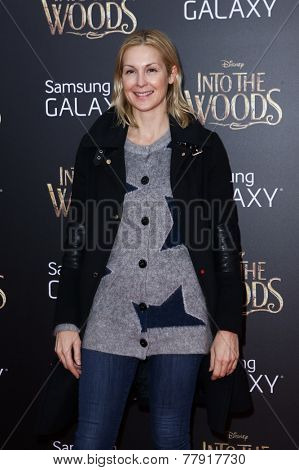 NEW YORK-DEC 8: Actress Kelly Rutherford attends the