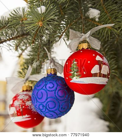 Winter ornament with Christmas tree