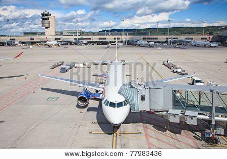 ZURICH - SEPTEMBER 21: British Airways A-330 preparing for flight on September 21, 2014 in Zurich, Switzerland. Zurich airport is home port for Swiss Air and one of the biggest european hubs.