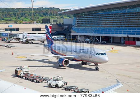 ZURICH - SEPTEMBER 21: Aeroflot Russian airlines B-737 taxing after landing on September 21, 2014 in Zurich, Switzerland. Zurich airport is home port of Swiss Air and one of the biggest european hubs.