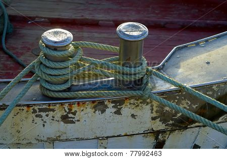 Mooring node closeup on wooden deck
