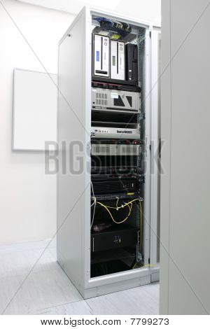 Rack con equipos de la red
