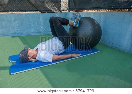 Lying leg curls on ball