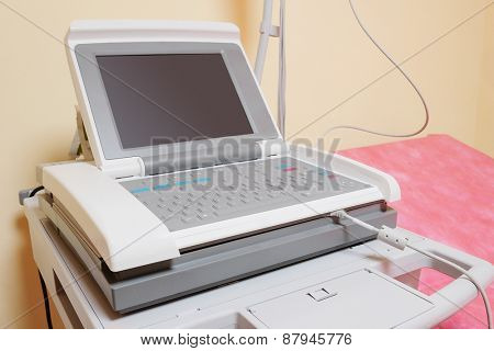 Ultrasound apparatus in a consulting room