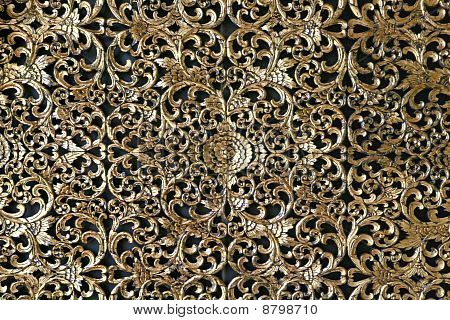 Goldene Dekoration auf Tempelmauer