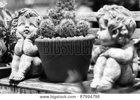 Twin cupid in the gardenmade color black and white