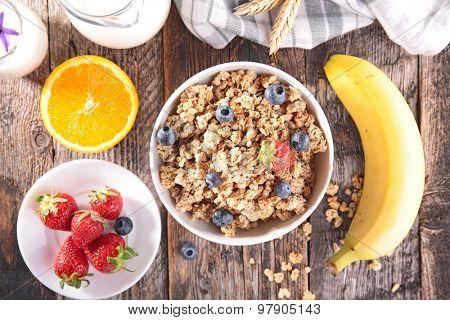 muesli with berry fruit