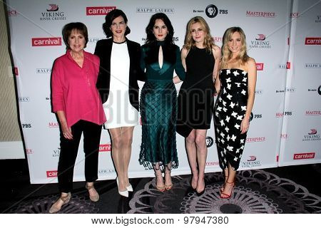 LOS ANGELES - AUG 1:  P Wilton,  McGovern, Hugh Bonneville, M Dockery, Laura Carmichael, J Froggatt at the