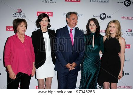 LOS ANGELES - AUG 1:  P Wilton, E  McGovern, Hugh Bonneville, M Dockery, L Carmichael, J Froggatt at the