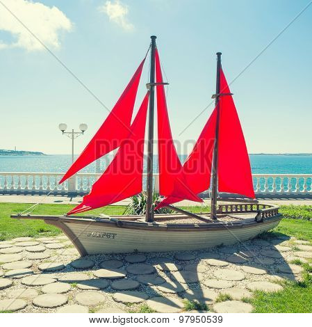 Monument to Scarlet Sails