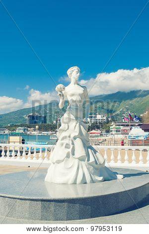 Statue White Bride