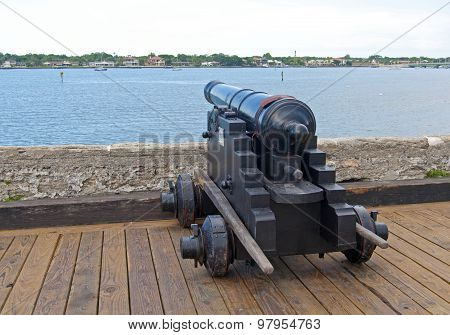 Old canon aiming at the sea