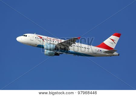Austrian Airlines Airbus A319 Airplane