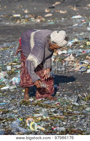 Old Poor Woman  About To Trash Plastic Products To Bali Island.indonesia