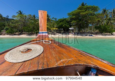 Thai boat with perfect rope coil in the Koh Ngai island near Ko Lanta, Thailand