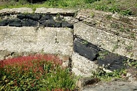 picture of shale  - Geological strata showing a coal seam - JPG