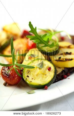Grilled vegetables with pink pepper and rosemary