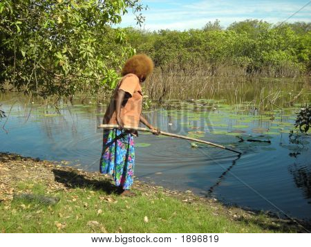 Aboriginalwomanfishing