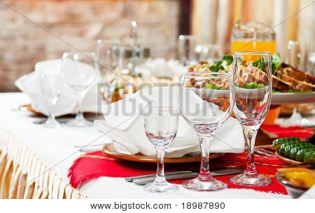 Tabelle Gastronomie festgesetzt Restaurant vor Party Service mit Besteck und Glas Gläsern