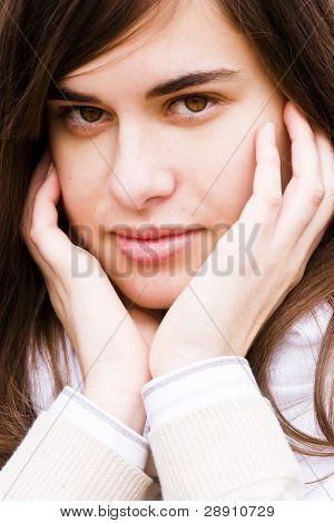 Jóvenes verdes ojos retrato cerca de la belleza