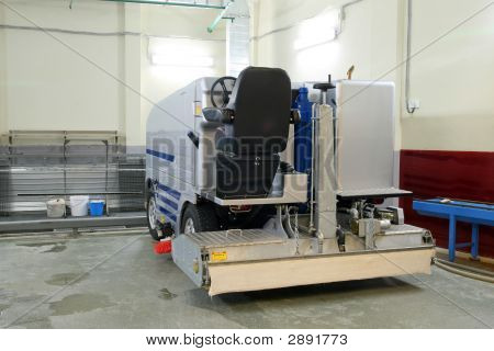 Ice Resurfacing Machine