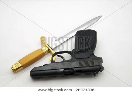 dirk and pistol