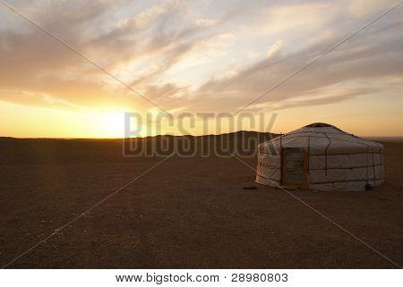Casa tradicional de Mongolia en el desierto, Mongolia