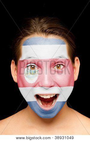 retrato de menina com a bandeira da Costa Rica pintada no rosto