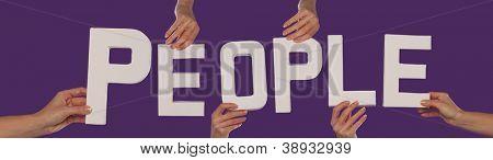 Blanco alfabeto Letras ortografía personas sostenido sobre un fondo púrpura studio por fema extendida