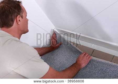 Men just putting carpet